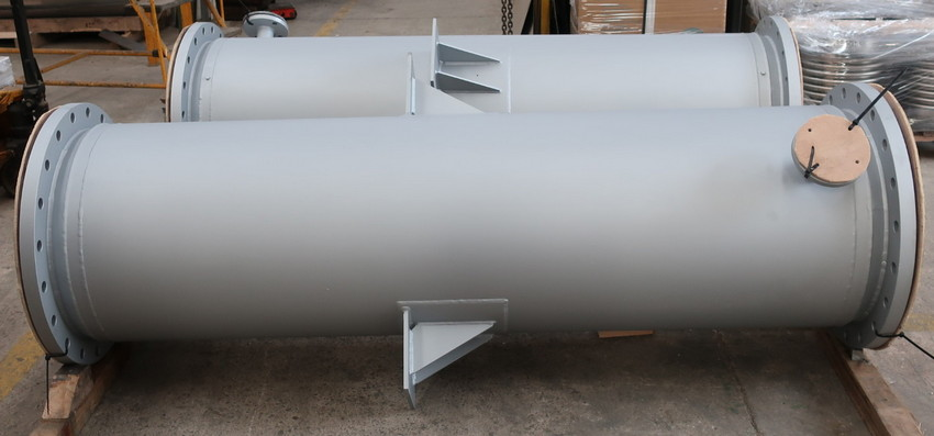 Shell and tube heat exchangers intended for the cooling of process gases