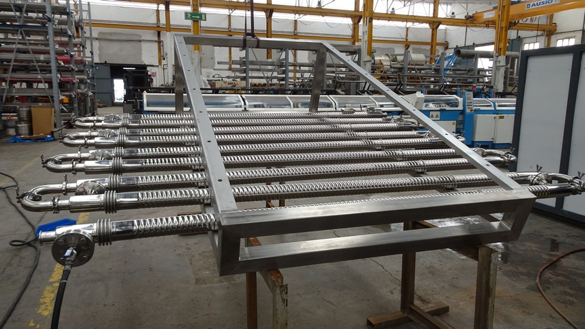 Tubular heat exchanger intended for the continuous cooling of different volatile liquid products.